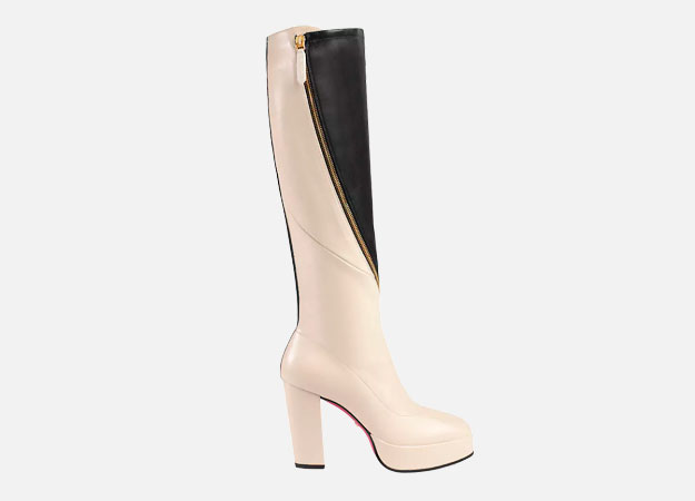 "Сапоги, Gucci<p><a style="""" target=""_blank"" href=""https://www.barneys.com/product/gucci-agon-leather-platform-knee-boots-505434903.html"">Barneys.com</a></p>"