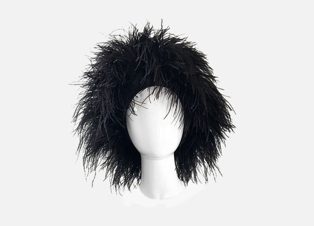 "Головной убор, Vintage Norma Kamali<p><a style="""" target=""_blank"" href=""https://www.1stdibs.com/fashion/accessories/hats/autographed-norma-kamali-vintage-new-black-ostrich-feather-rare-1980s-omo-hat/id-v_3147363/?utm_content=control"">1stdibs.com</a></p>"