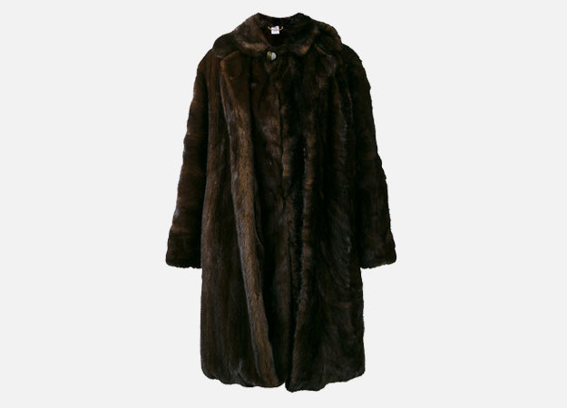 "Шуба, Vetements<p><a style="""" target=""_blank"" href=""https://www.brownsfashion.com/uk/shopping/oversized-vintage-reworked-fur-coat-12468978?utm_source=LinkshareUK&utm_medium=Affiliate&utm_campaign=Hy3bqNL2jtQ&utm_content=10&utm_term=UKNetwork&ranMID=35118&ranEAID=Hy3bqNL2jtQ&ranSiteID=Hy3bqNL2jtQ-pIf1KbzqDFkvjGQ7E3QMwA"">Brownsfashion.com</a></p>"