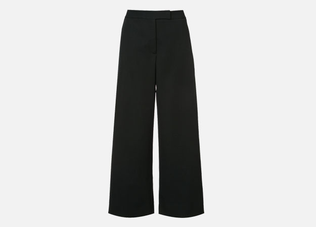 "Брюки, Monique Lhuillier<p><a style="""" target=""_blank"" href=""https://www.farfetch.com/uk/shopping/women/monique-lhuillier-flared-culottes-item-12510306.aspx?storeid=10032&utm_source=Hy3bqNL2jtQ&utm_medium=affiliate&utm_campaign=Linkshareuk&utm_content=10&utm_term=UKNetwork"">Farfetch</a></p>"