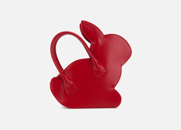 "Сумка, Comme Des Garçons Girl<p><a href=""https://www.farfetch.com/ru/shopping/women/comme-des-garcons-girl-rabbit-tote-item-12690245.aspx?storeid=9124&from=listing&tglmdl=1"" target=""_blank"" style="""">Farfetch</a></p>"