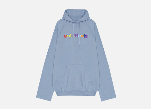 "Худи, Vetements<p><a style="""" target=""_blank"" href=""https://www.km20.ru/catalog/product/93501/"">КМ20</a></p>"