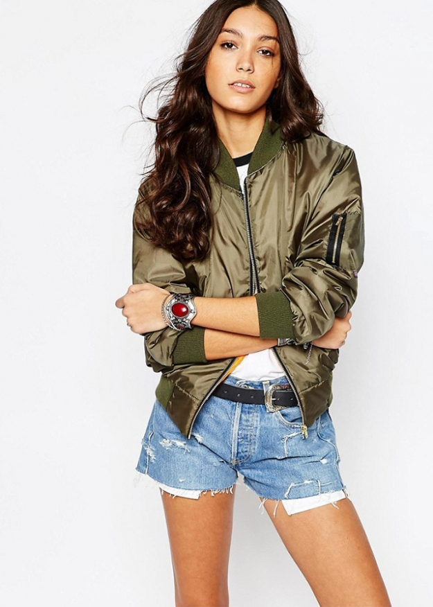 "Reclaimed Vintage<p><a target=""_blank"" href=""http://www.asos.com/ru/Reclaimed-Vintage/Reclaimed-Vintage-Retro-Ma1-Bomber-Jacket/Prod/pgeproduct.aspx?iid=6339546&WT.ac=rec_viewed&CTAref=Recently+Viewed"">asos.com</a></p>"