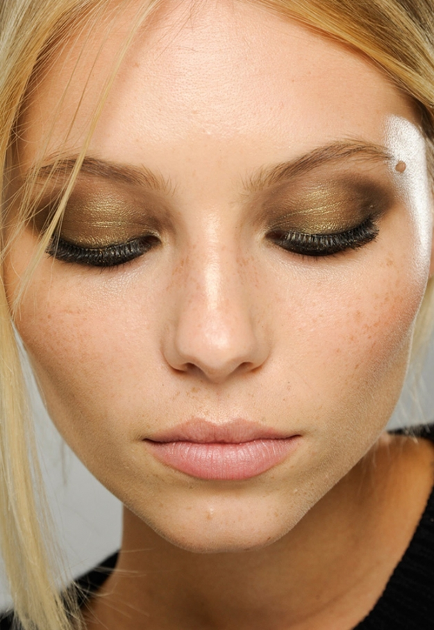 Makeup tricks for brown eyes
