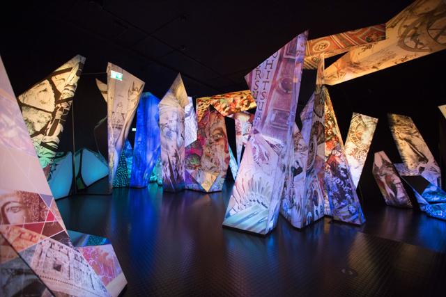 Инсталляции обновленного Swarovski Crystal Worlds