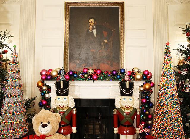 Мишель Обама представила рождественское убранство Белого дома