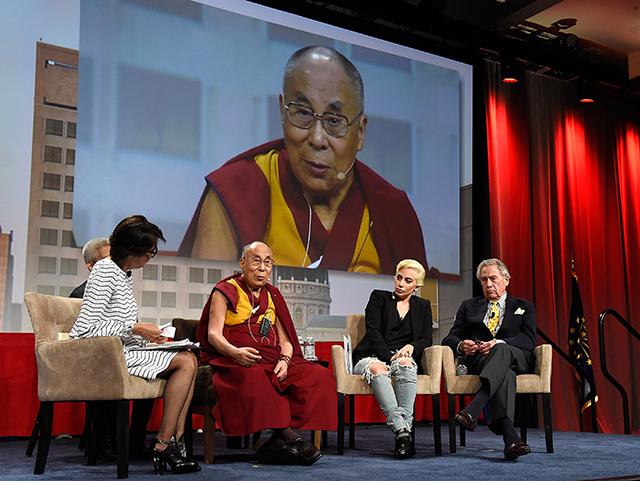 Леди Гага встретилась с Далай-ламой в Индианаполисе
