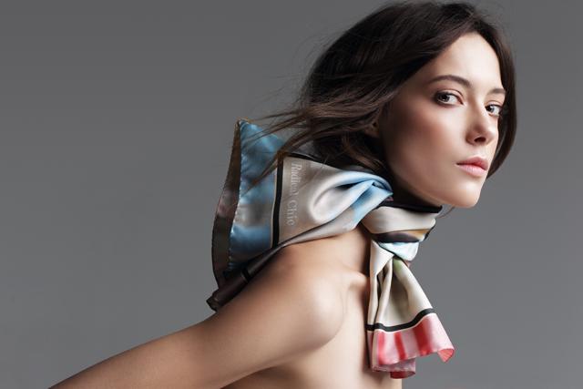 5 необычных способов носить платок в новом лукбуке Radical Chic