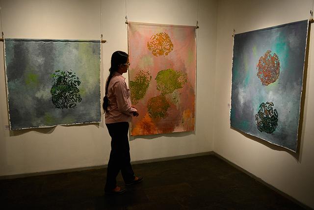 Слониха стала художником-абстракционистом