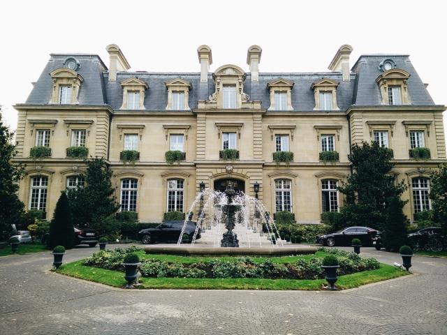 Что скрывается за парижскими фасадами?