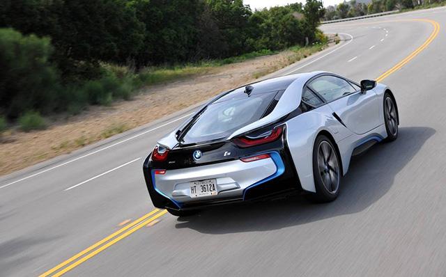 Навстречу будущему: гибридный спорткар BMW i8