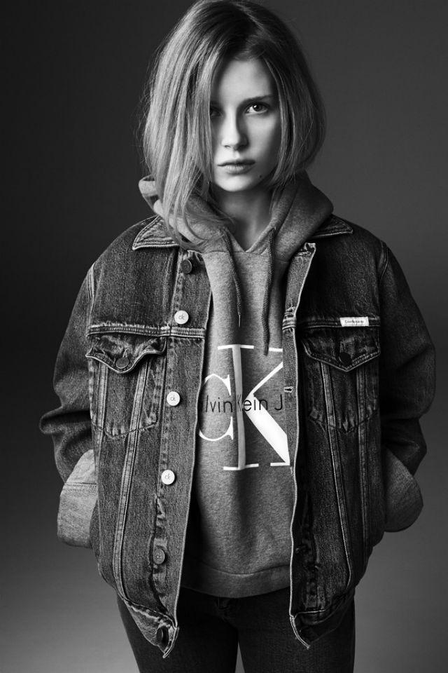 Лотти Мосс снялась для Calvin Klein, как и ее сестра Кейт