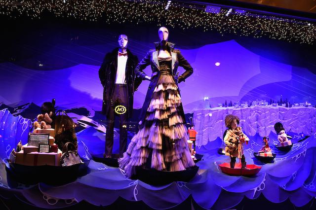 Кара Делевинь и Кейт Мосс представили рождественские витрины универмага Printemps