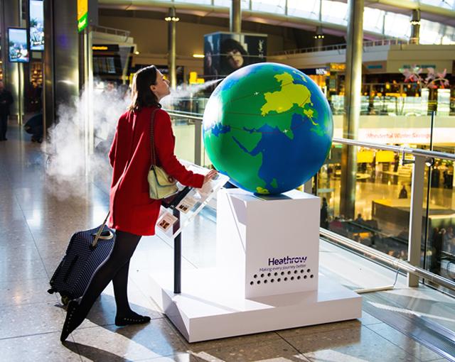 В лондонском Хитроу установили глобус с ароматами разных стран