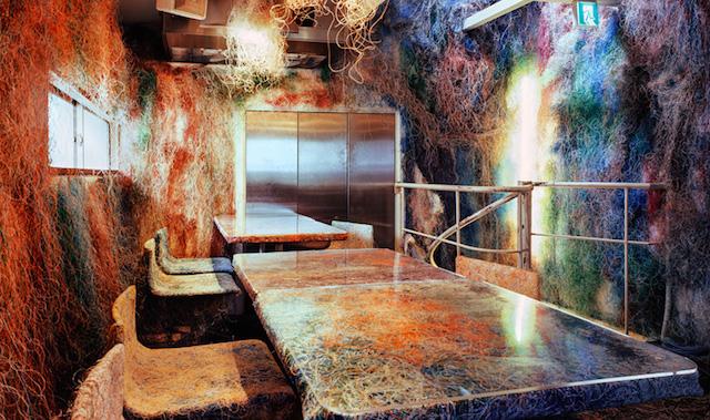 Кенго Кума оформил бар в Токио цветными проводами