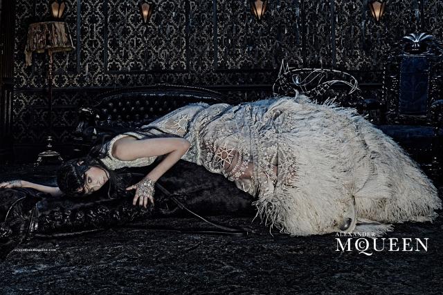 Первый взгляд: рекламная кампания Alexander McQueen, осень-зима 2014