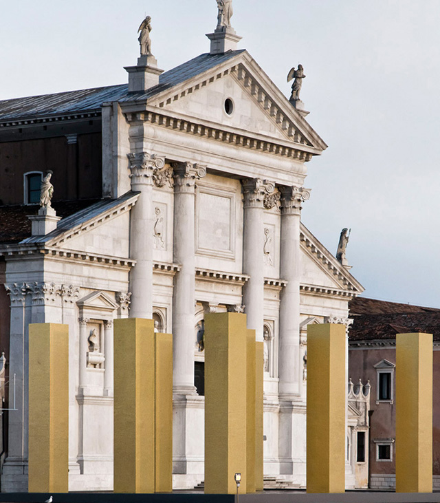 """Инсталляция """"Небо над девятью колоннами"""" на архбиеннале в Венеции"""