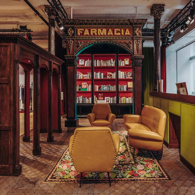 Как выглядит книжный магазин Gucci в Нью-Йорке   Buro 24 7 d357b450bc3