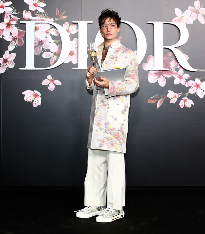 https://www.buro247.ru/thumb/670x830_0/images/senina/ezra_Dior_tokyo_m.JPG