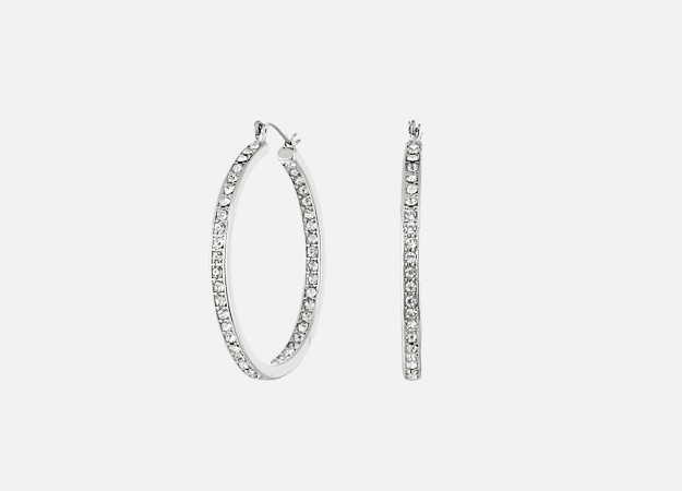 "Серьги, Steve Madden<p><a style="""" target=""_blank"" href=""http://www.zappos.com/p/steve-madden-rhinestone-hoop-earrings-silver/product/8871123/color/632"">Zappos.com</a></p>"