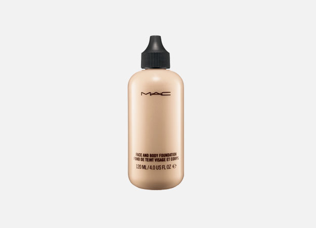 Face and Body Foundation от M.A.C, 2990 руб.