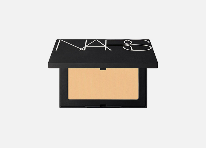 Soft Velvet Pressed Powder от NARS, 2 949 руб.