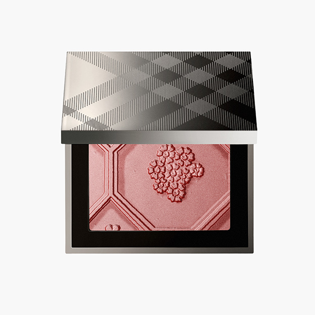 Silk and Bloom Blush Palette, 3385 руб.