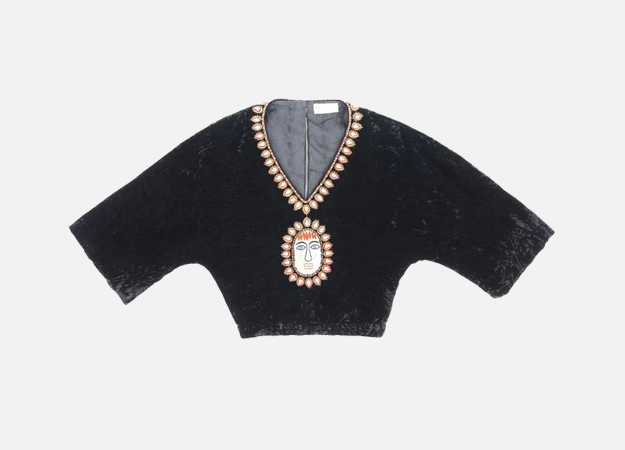 "Блузка, Gucci<p><a target=""_blank\"" href=\""https://www.1stdibs.com/fashion/clothing/blouses/gucci-c1970s-black-crushed-velvet-bead-embellished-bohemian-cropped-blouse-rare/id-v_2781253/?utm_content=control\"">1stdibs.com</a></p>"