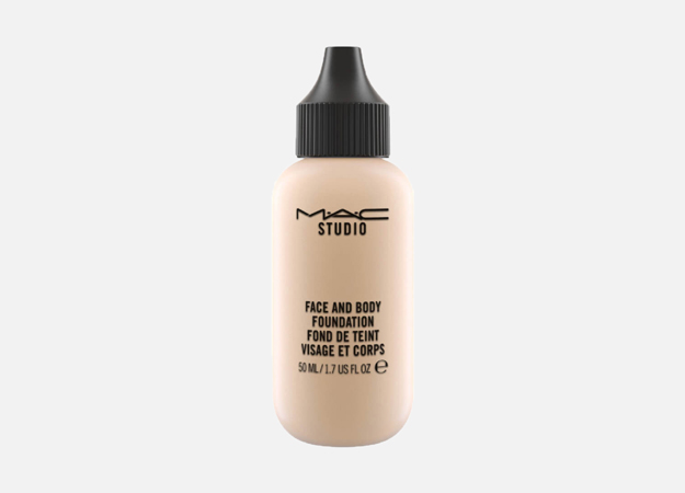 Face and Body Foundation от M.A.C., 2 990 руб.