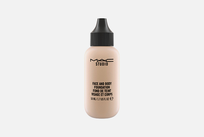 Face and Body Foundation от M.A.C, 2 990 руб.