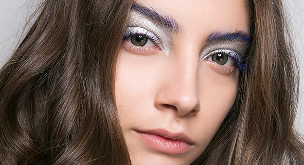 Как повторить макияж с синими бровями с показа Central Saint Martins Ma