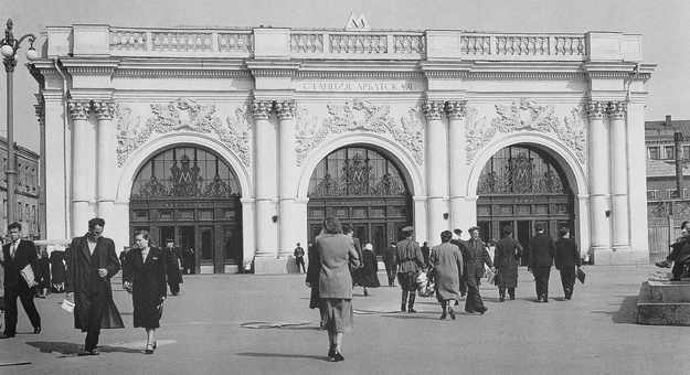 7 экскурсий об архитектуре и истории в Москве и Петербурге
