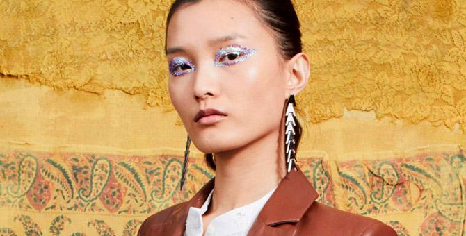 Как повторить макияж со стрелками из блесток с показа Altuzarra
