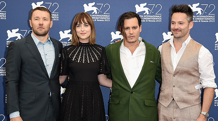 """Венецианский кинофестиваль — 2015: Джонни Депп и Дакота Джонсон на фотоколле фильма """"Черная месса"""""""
