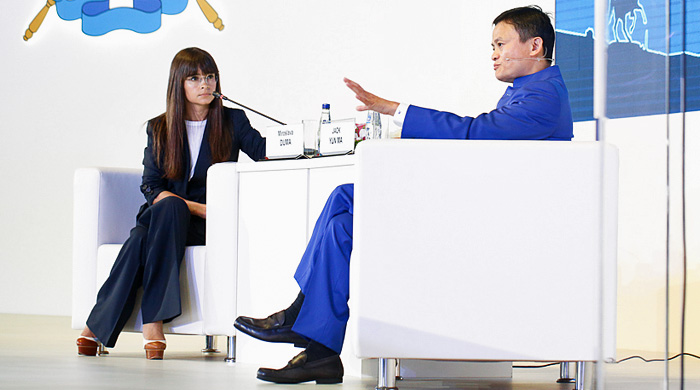 Эпоха новых возможностей для торговли и коммерческой деятельности: разговор Мирославы Дума и Джека Юн Ма