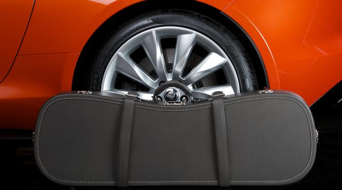 Объект желания: чемодан Moynat для Jaguar F-Type