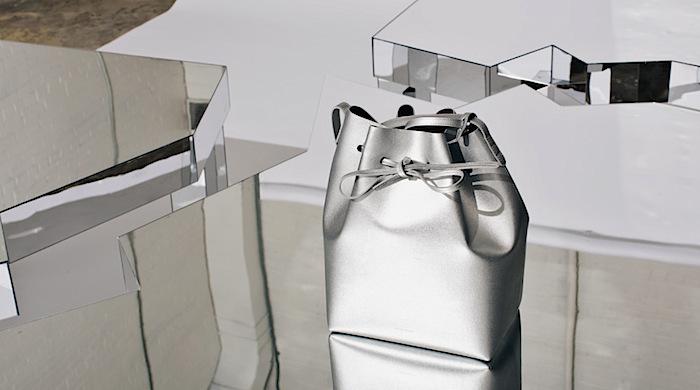 Зеркальные столы-пазлы в нью-йоркском магазине Opening Ceremony