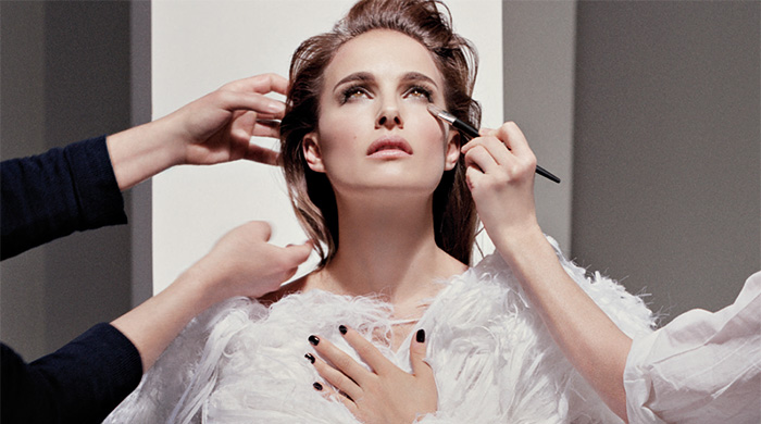 Натали Портман стала лицом тональных средств Dior