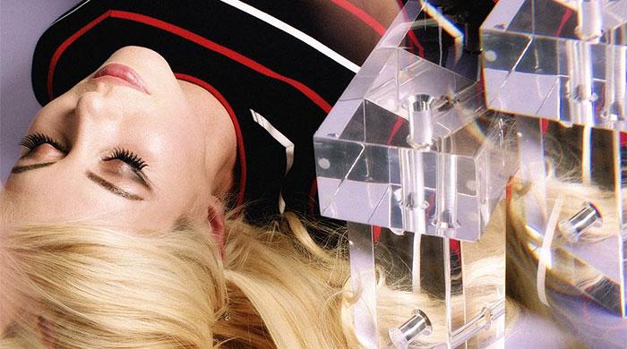 Chromatics перепевает Girls Just Wanna Have Fun с Кейт Мосс и Карой Делевинь