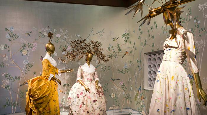 Выставку China: Through the Looking Glass в Метрополитен-музее можно посмотреть до сентября