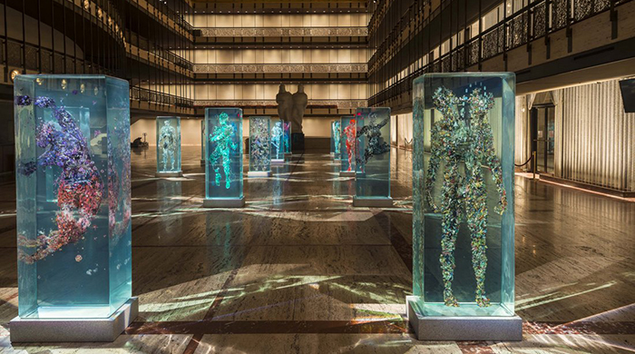 В Нью-Йорке представили инсталляции в виде застывших танцоров