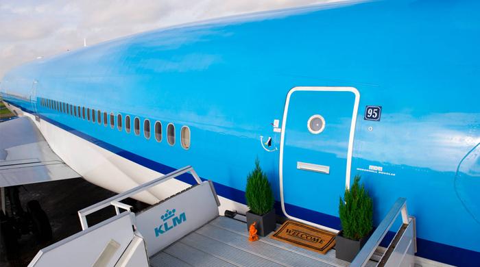 Pop-up-отель на борту самолета в аэропорту Амстердама