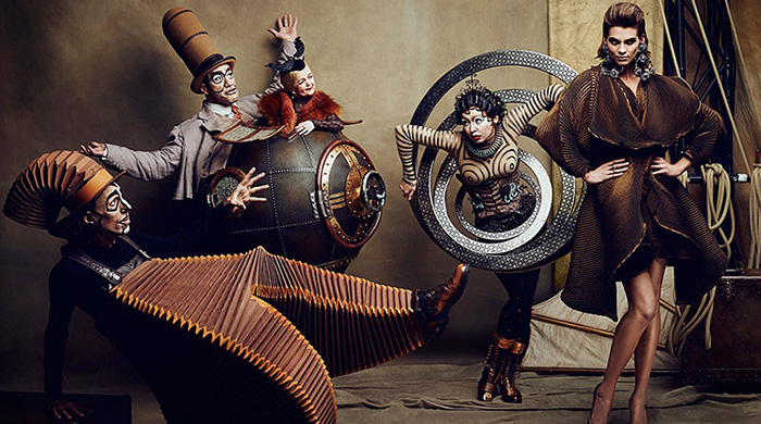 Шапито-шоу: цирковая съемка для октябрьского Fashion Magazine