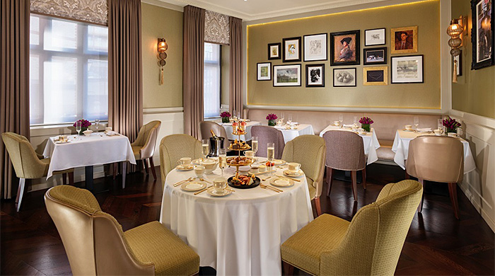 Том Круз на кухне нового ресторана в Taj 51 Buckingham Gate Suites and Residences