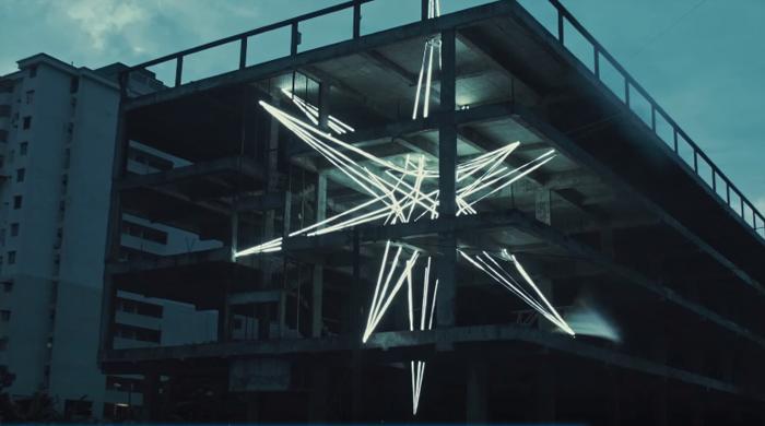 Малайзийский художник соорудил звезду внутри долгостроя