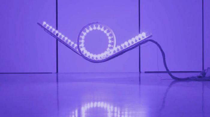 Эффект домино: световая инсталляция от испанской студии