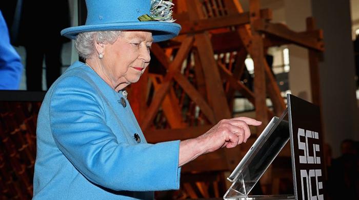 """Первый """"твит"""" королевы Елизаветы II в микроблоге Twitter"""