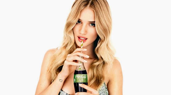 Рози Хантингтон-Уайтли — лицо нового напитка Coca-Cola