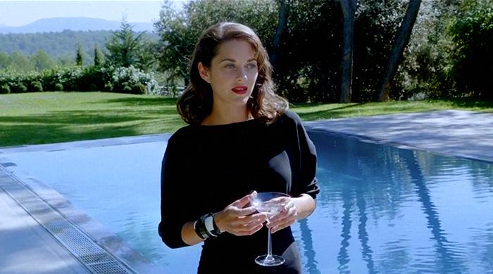 Марион Котийяр спела для Dior