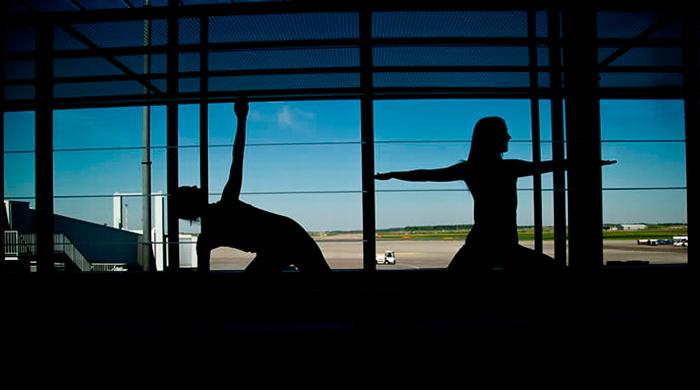 Аэропорт Хельсинки предлагает пассажирам занятия йогой